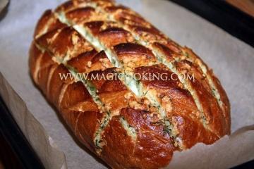 Чесночно-сырный хлеб