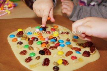 Шоколадная плитка с M&M's и орехами