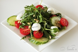 Салат с рукколой и мятой