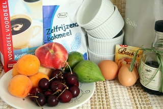 Клафути с летними ягодами