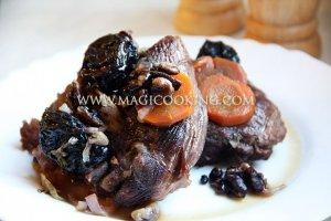Баранина с черносливом и орехами