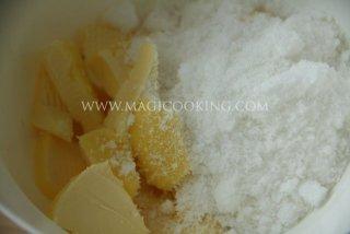 Ореховый пирог со сливами
