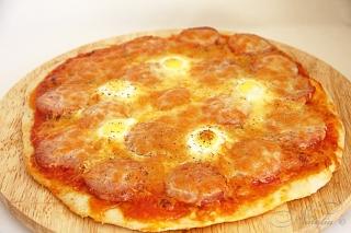 Pizza con uovo