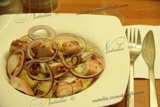 """Салат """"Картофельный с осьминогом"""""""