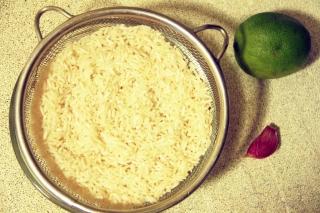 рис с лаймом и петрушкой