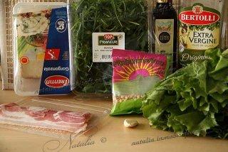 салат руккола и бекон