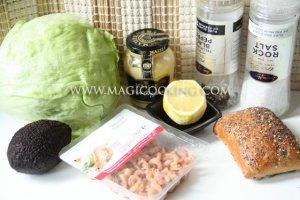 Сэндвич с авокадо и креветками