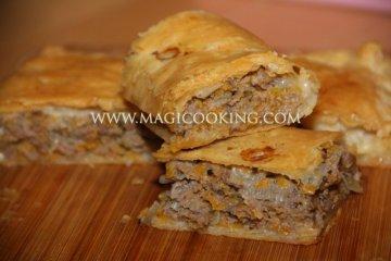 Шумуш – мясной пирог из слоеного теста